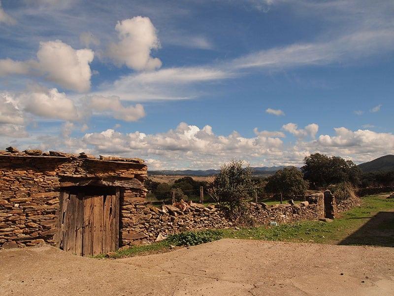 spain_extremadura_goat_horn_river_walk_farm_yard