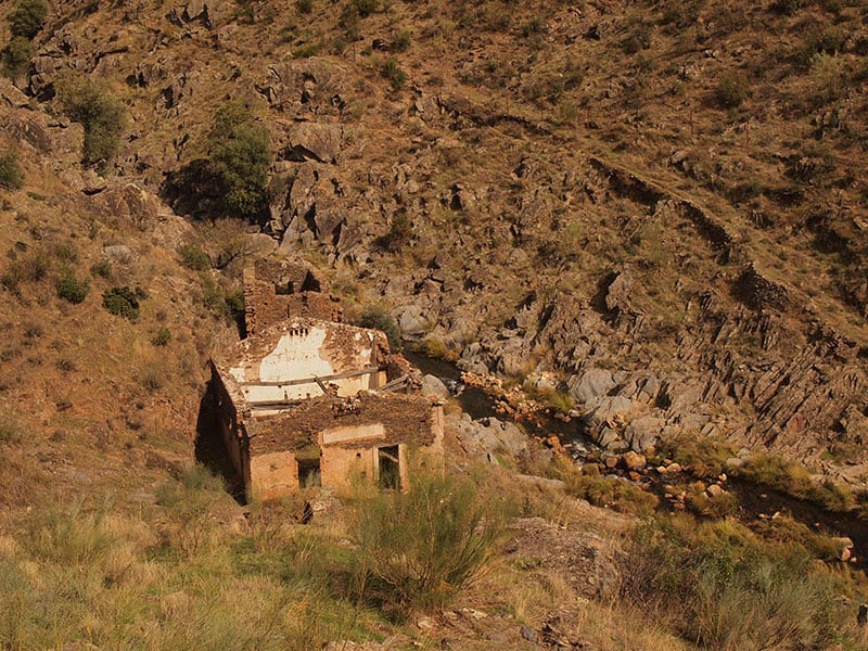 spain_extremadura_goat_horn_river_walk_abandoned _farmhouse