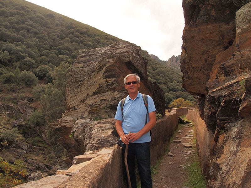 spain_extremadura_goat_horn_river_walk_split_rock