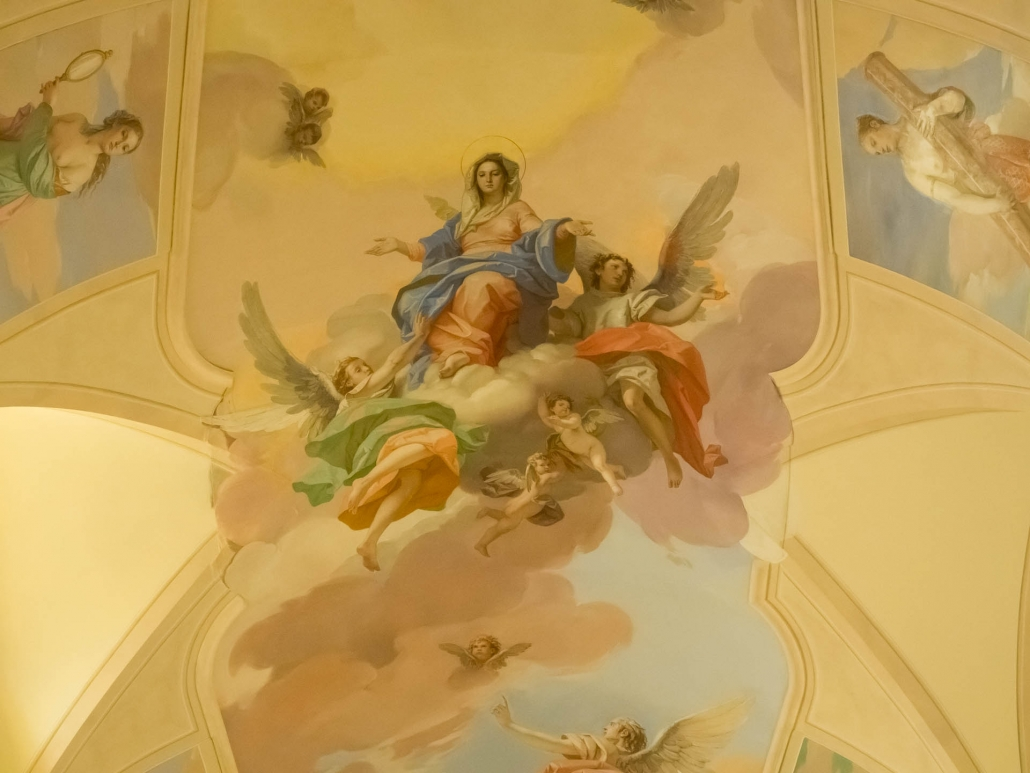 Master artist Bruno d 'Arcevia painted these frescoes in 2007
